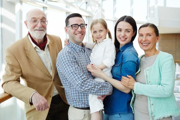 Familia cariñosa