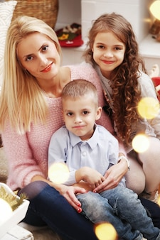 Familia celebrando la navidad