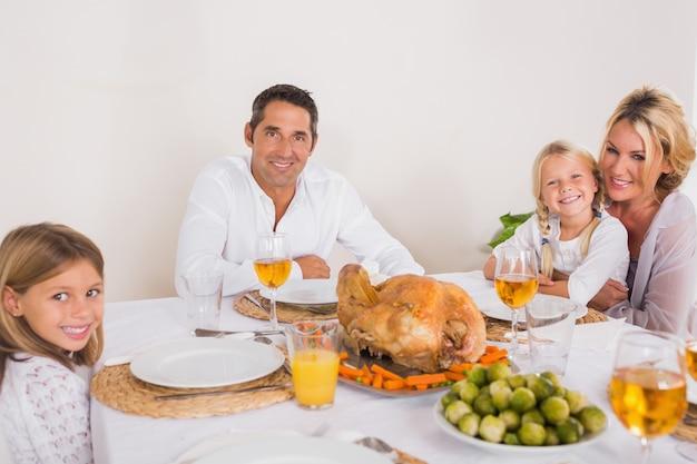 La familia va a comer