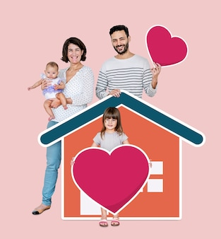 Familia de cuatro en un hogar amoroso.