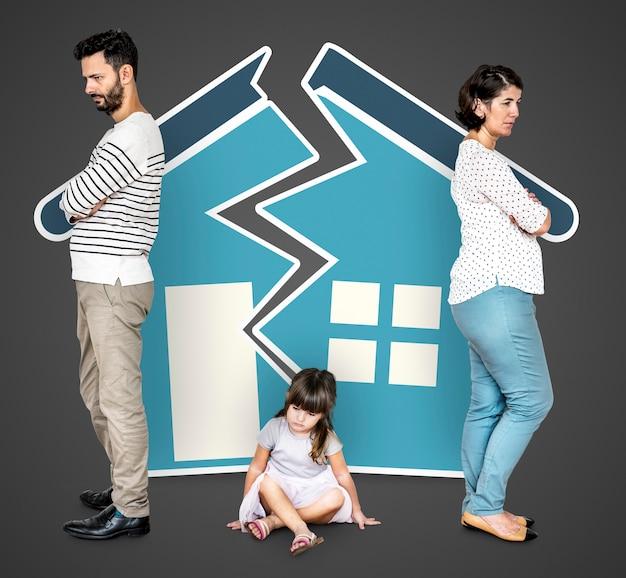 Familia enojada divorciada