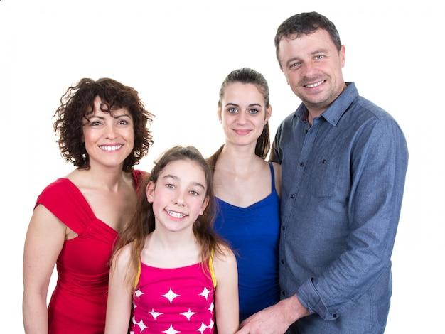 Familia feliz y encantadora, padres y dos hijas.