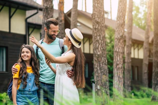 Familia feliz en vacaciones