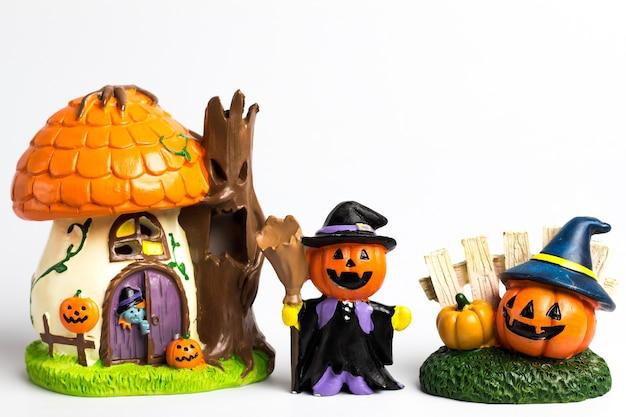 Familia de halloween calabaza y casa halloween.