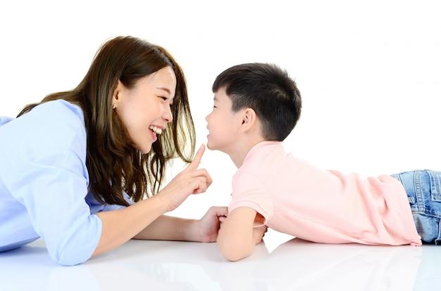 Familia joven asiática