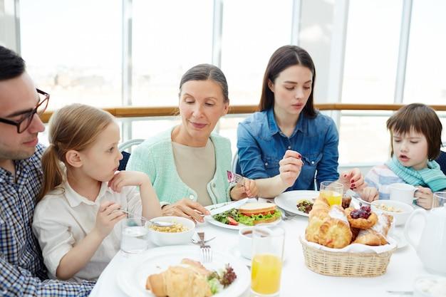 Familia por mesa