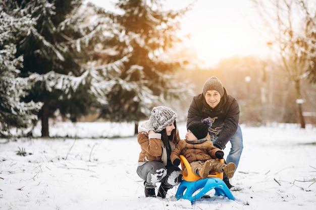 Familia en un paseo largo