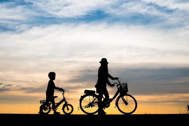 Familia, plano de fondo, tarde, deporte, bici
