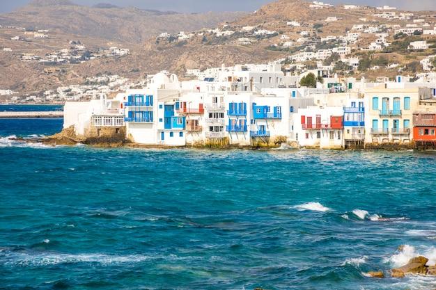 Famosa ciudad de mykonos colorfull little venice, la isla de mykonos, cícladas, grecia