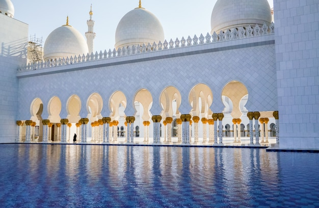 La famosa mezquita sheikh zayed grand. eau