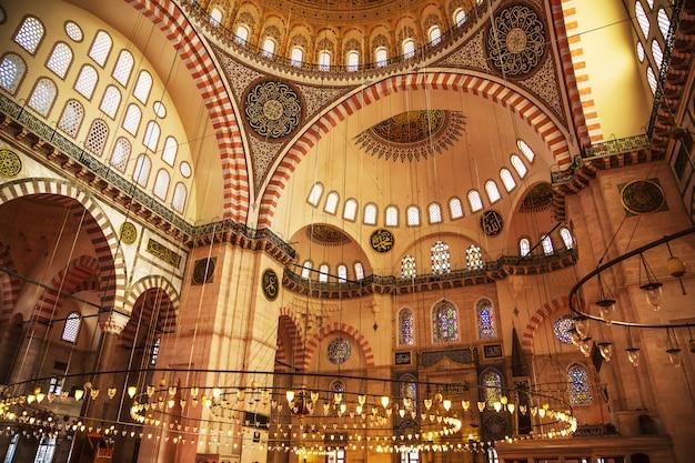 La famosa mezquita de suleymaniye.