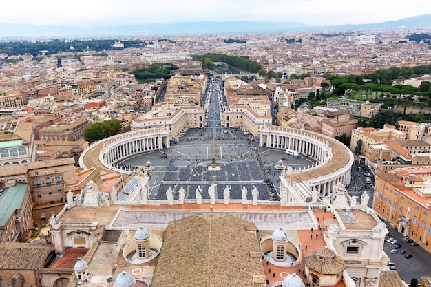 Famosa plaza de san pedro en el vaticano
