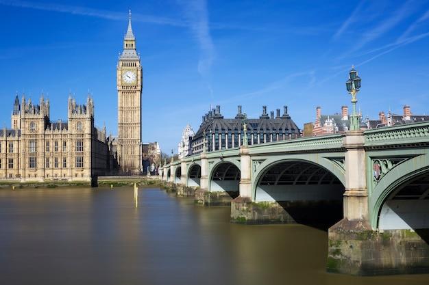 Famosa vista del big ben y las casas del parlamento, londres, reino unido.