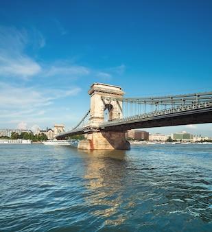 Famoso puente de las cadenas en budapest, hungría