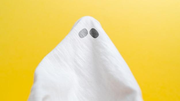 Fantasma de tela abstracta asusta con ojos vacaciones de halloween