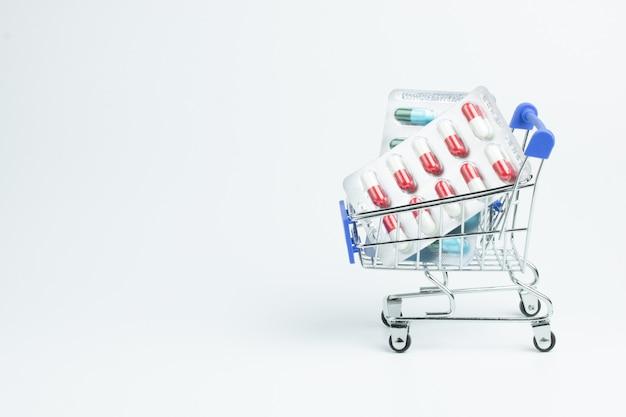 Farmacia vitamina medicina cápsula carrito compras salud