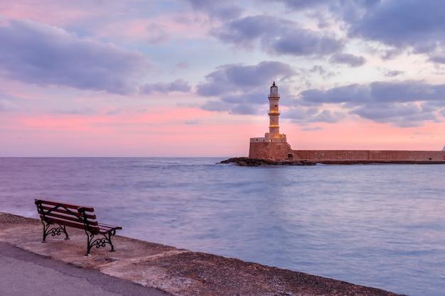 Faro al amanecer, chania, creta, grecia