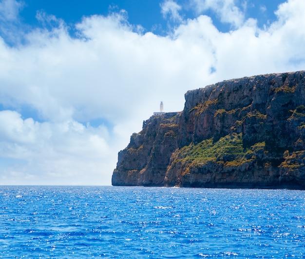 Faro de formentera faro de la mola con vistas al mar.