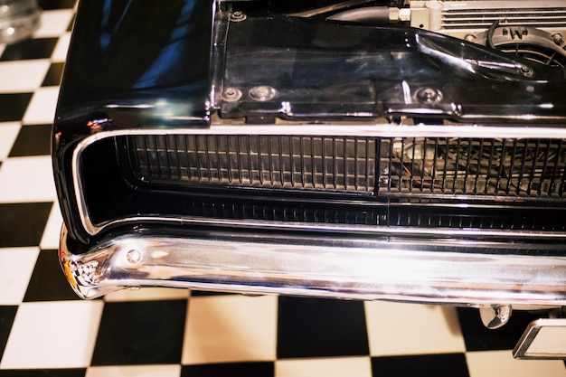 Faros delanteros vintage classic retro car en retro garage