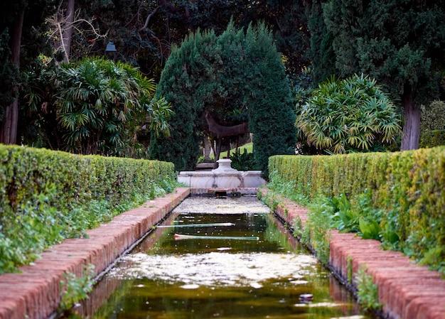 Una fascinante vista de un hermoso jardín en málaga, españa