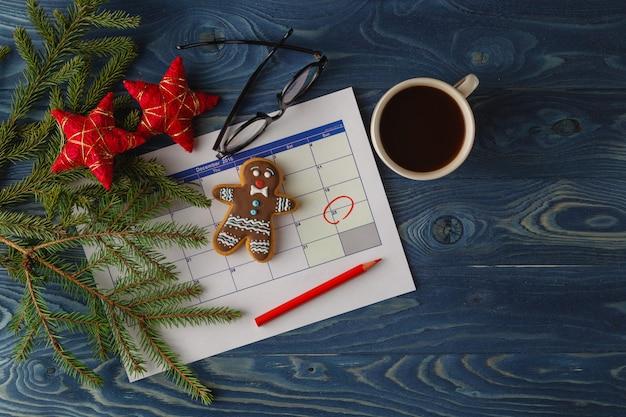 La fecha de navidad se destaca en el calendario como un evento importante.