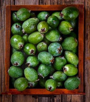 Feijoa frutas tropicales frescas y maduras