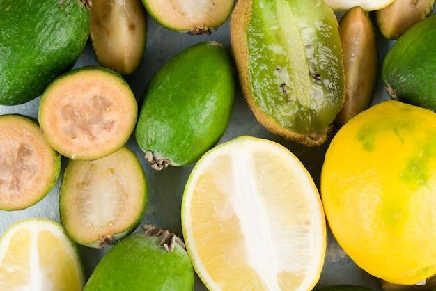 Feijoa jugosa y madura con limón