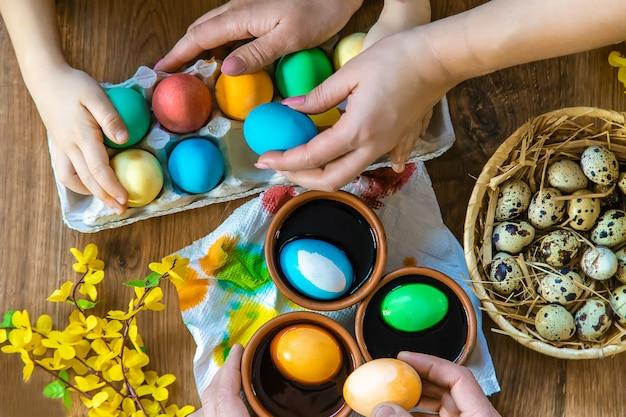 Felices pascuas. huevos de enfoque selectivo.