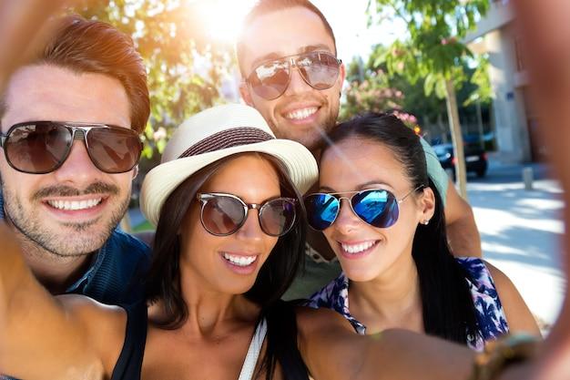 La felicidad gente joven feliz fotografía