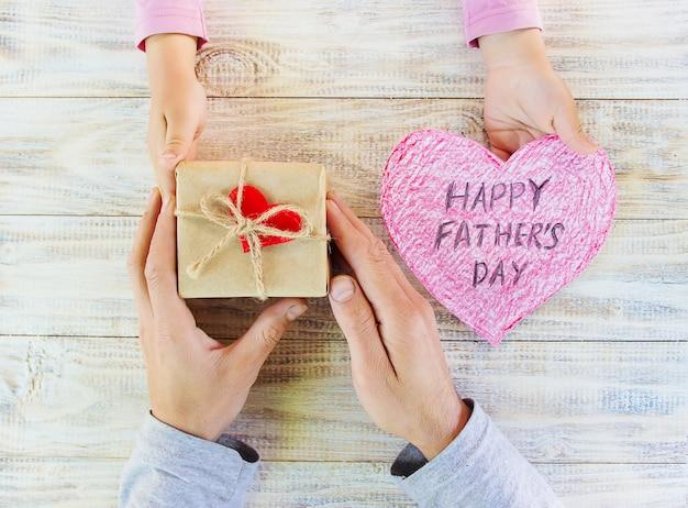 Felicitaciones por el día de su padre. enfoque selectivo