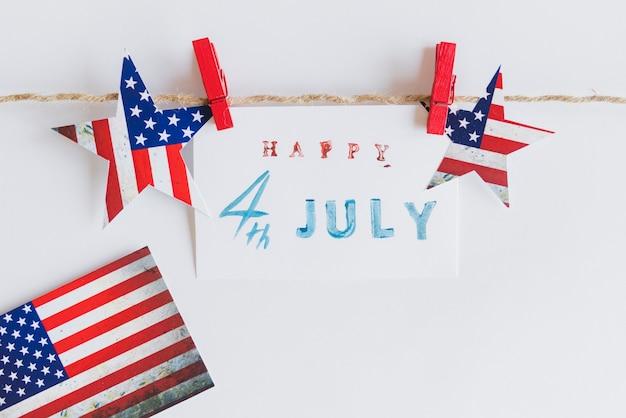 Feliz 4 de julio signo entre estrellas