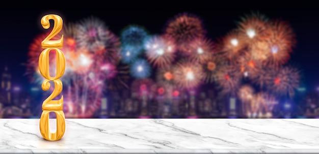 Feliz año nuevo 2020 fuegos artificiales sobre el paisaje urbano en la noche con mesa de mármol blanco vacío