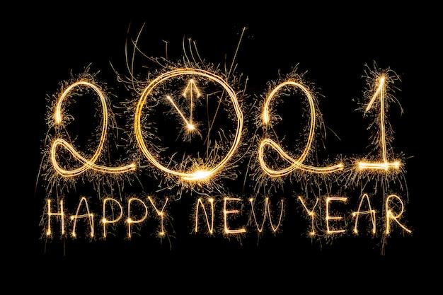 Feliz año nuevo 2021. texto ardiente chispeante feliz año nuevo 2021 aislado en negro. cuenta regresiva de año nuevo