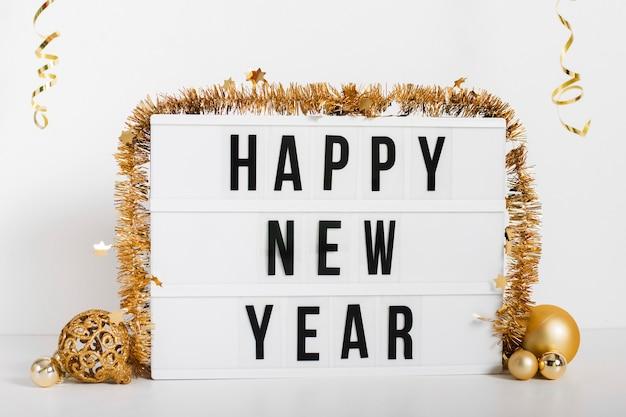 Feliz año nuevo cartel con decoración