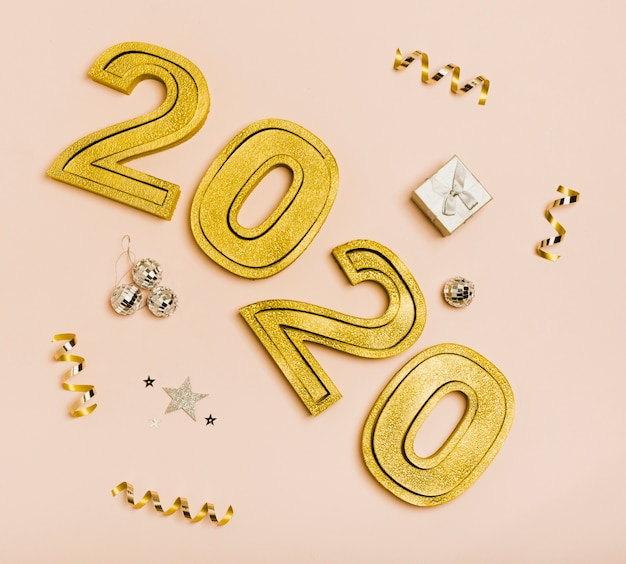 Feliz año nuevo con números dorados 2020