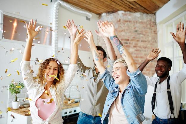 Feliz baile con amigos