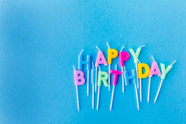 Feliz cumpleaños escribiendo de velas