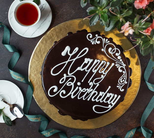 Feliz cumpleaños pastel vista superior