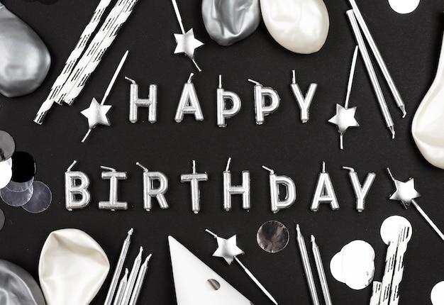 Feliz cumpleaños velas arreglo plano lay