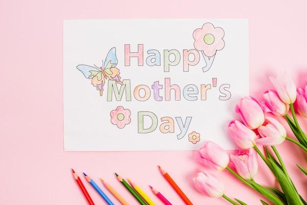 Feliz dia de las madres dibujo sobre papel con tulipanes