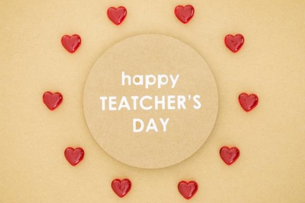 Feliz día del maestro en un círculo rodeado de corazones