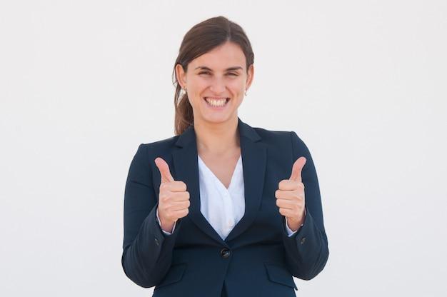 Feliz emocionado profesional celebrando el éxito