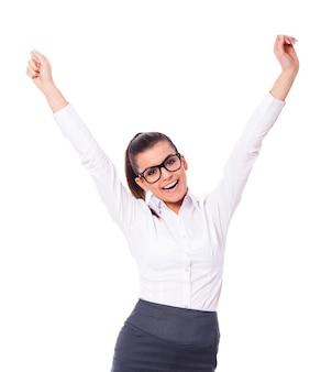 Feliz empresaria celebrando el éxito