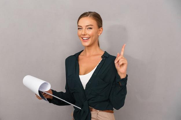 Feliz, joven, mujer de negocios
