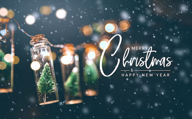 Feliz navidad y feliz año nuevo concepto, primer plano, elegante árbol de navidad en decoración de tarro de cristal.
