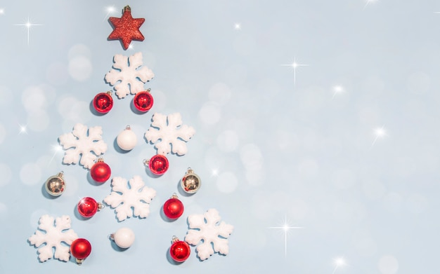 Feliz navidad y feliz año nuevo, tarjeta de felicitación de vacaciones con fondo bokeh borrosa