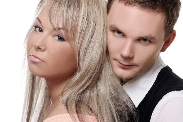 Feliz pareja joven y atractiva