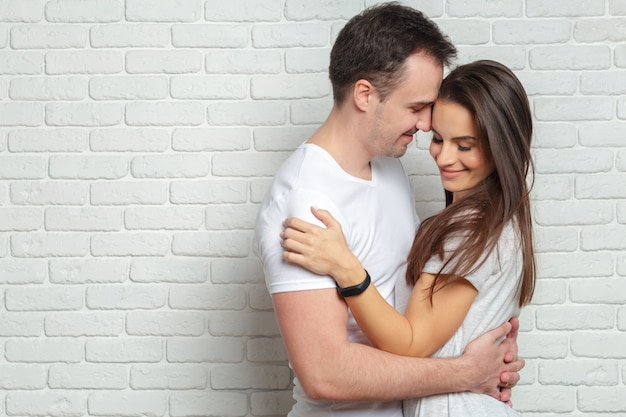 Feliz pareja joven