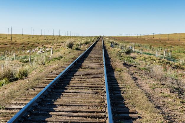 Ferrocarril transmongol, vía única.