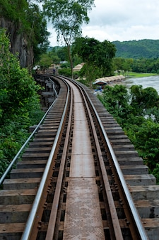 Ferrocarriles de la segunda guerra mundial en kanchanaburi tailandia